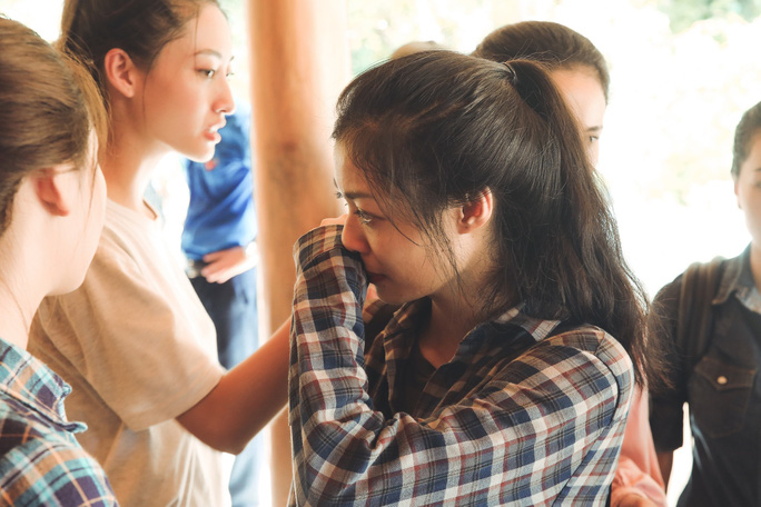 Tốp 3 Hoa hậu Thế giới Việt Nam hỗ trợ người dân gặp bão lũ - Ảnh 9.