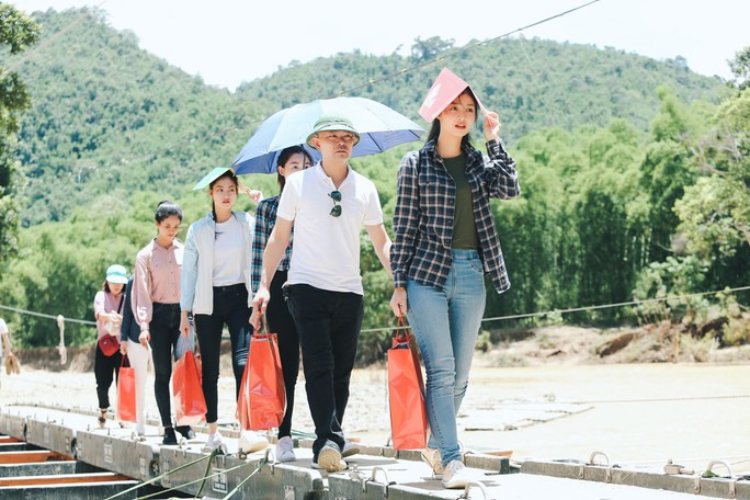 Tốp 3 Hoa hậu Thế giới Việt Nam hỗ trợ người dân gặp bão lũ - Ảnh 4.