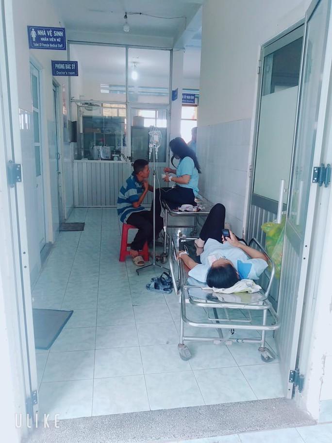 Vụ xịt thuốc diệt mối mọt: Thêm nhiều công nhân nhập viện - Ảnh 1.