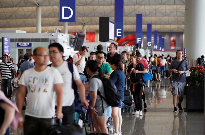 Hồng Kông: Nguy cơ căng thẳng chính trị sắp thành khủng hoảng kinh tế - Ảnh 2.