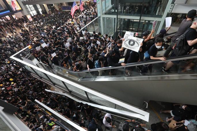 Nhiều chuyến bay của hàng không Việt Nam bị ảnh hưởng bởi biểu tình ở Hồng Kông - Ảnh 1.