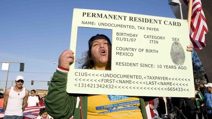 Quy định mới ở Mỹ: Nhập cư hợp pháp vẫn bị từ chối thẻ xanh - Ảnh 1.