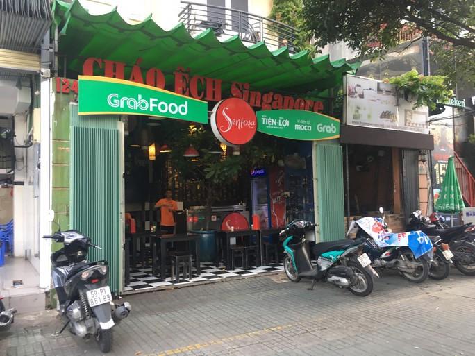 """GrabFood muốn gì khi """"phủ xanh"""" con phố ẩm thực sầm uất ở TP HCM? - Ảnh 3."""