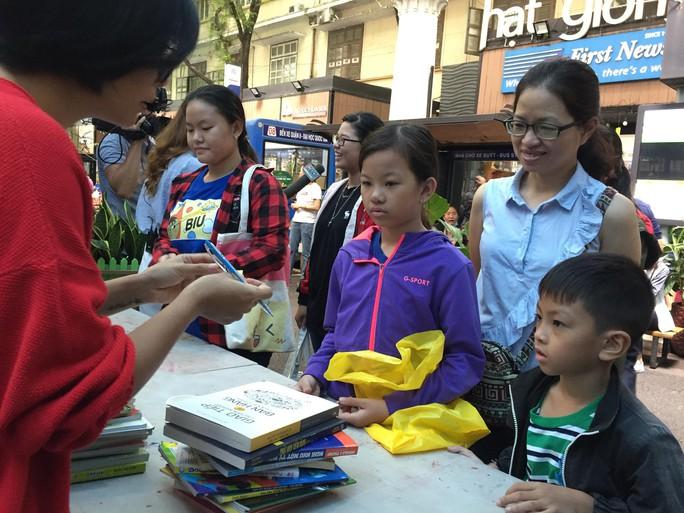 Đổi sách lấy cây, mang sách về vùng xa - Ảnh 1.