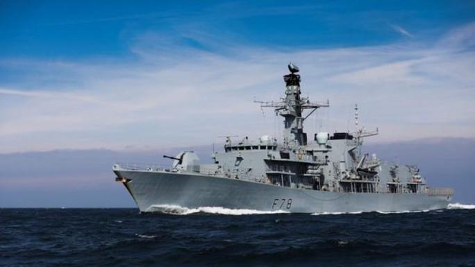 Hết tàu chở dầu, Iran lại bắt công dân Anh - Ảnh 2.