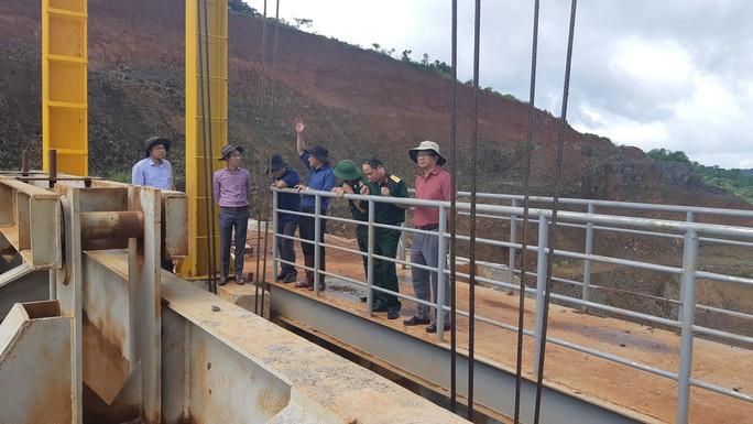 Rà soát lại toàn bộ vụ kẹt cửa xả thủy điện đe dọa nhiều tỉnh - Ảnh 1.