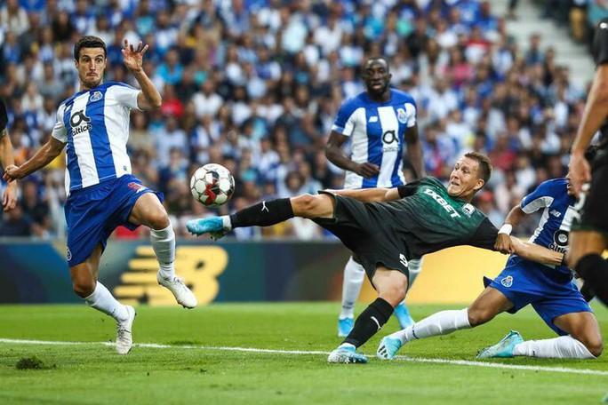 Chân sút 19 tuổi bắn hạ cựu vô địch, Champions League sốc nặng - Ảnh 2.