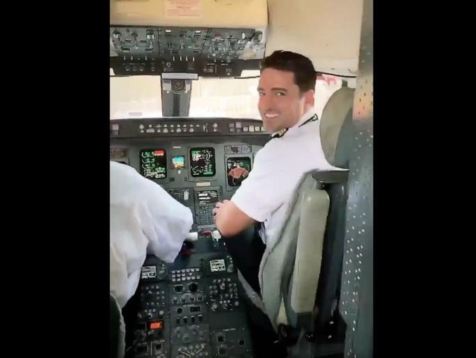 Delta Airlines bay với một hành khách, American Airlines bỏ bê nhóm trẻ em - Ảnh 1.