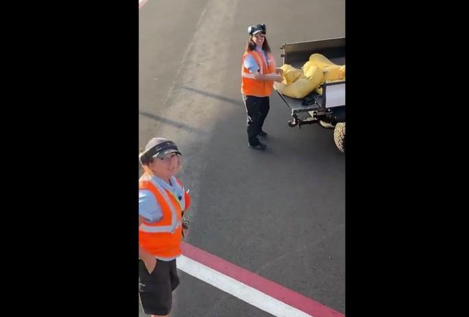 Delta Airlines bay với một hành khách, American Airlines bỏ bê nhóm trẻ em - Ảnh 3.