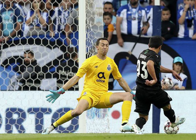 Chân sút 19 tuổi bắn hạ cựu vô địch, Champions League sốc nặng - Ảnh 5.