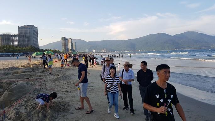 Đà Nẵng tìm cách siết quản lý khách nước ngoài - Ảnh 1.