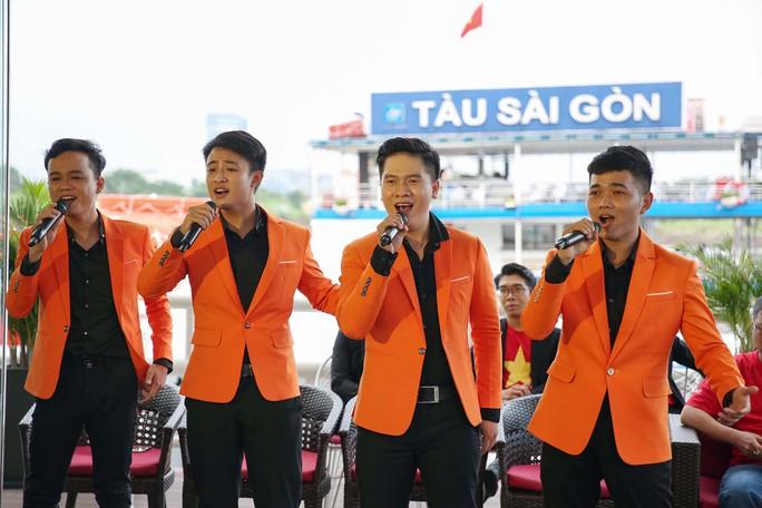 Hành trình hát vì đội tuyển, cuộc thi sáng tác bài hát cổ động bóng đá Việt Nam: Cùng lắng nghe, thêm cơ hội - Ảnh 1.