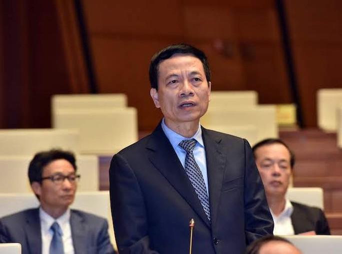 Bộ trưởng Nguyễn Mạnh Hùng nói về đấu tranh với các trang mạng nước ngoài - Ảnh 1.