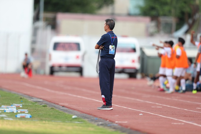 HLV Hoàng Anh Tuấn: Barcelona còn khoảng trống tài năng, nói gì đến bóng đá Việt Nam - Ảnh 2.