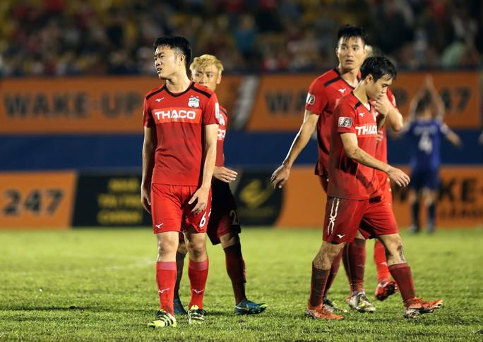 Cầu thủ Hà Nội mong sớm kết thúc V-League - Ảnh 1.