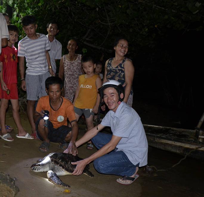 Lần đầu tiên bắt được rùa biển nặng 15 kg trên sông Hiếu - Ảnh 1.