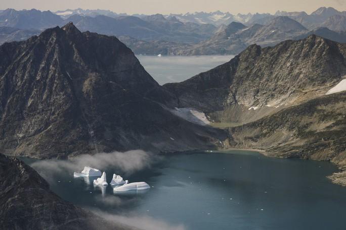 Ông Donald Trump muốn mua đảo Greenland của Đan Mạch để làm gì? - Ảnh 1.