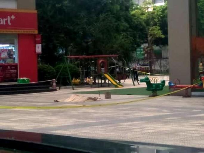 Phó giám đốc Sở NN-PTNT Hà Nội rơi từ tầng 27 chung cư xuống tử vong - Ảnh 1.