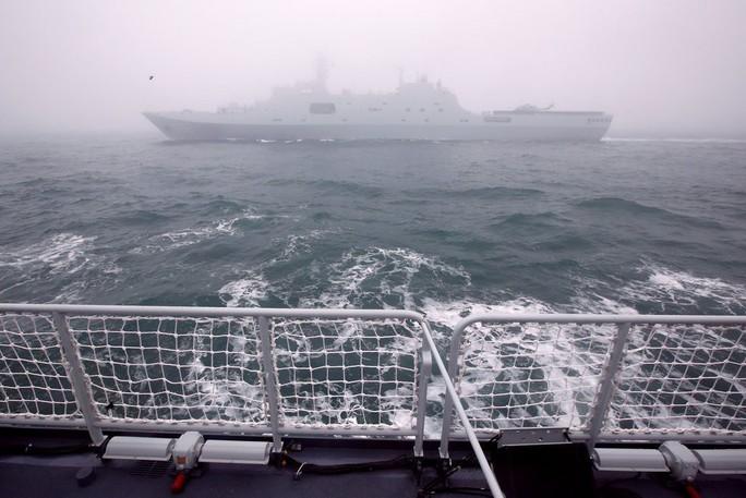 """Hình ảnh hạm đội tàu sân bay """"ẩn"""" của Trung Quốc - Ảnh 2."""