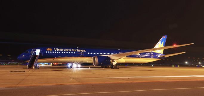 Cận cảnh siêu máy bay Boeing 787-10 lớn nhất Việt Nam đáp xuống Nội Bài - Ảnh 6.