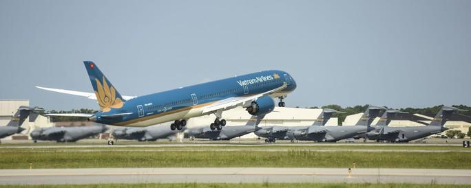 Cận cảnh siêu máy bay Boeing 787-10 lớn nhất Việt Nam đáp xuống Nội Bài - Ảnh 3.