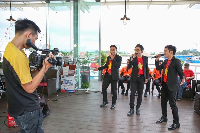 Hành trình hát vì đội tuyển - cuộc thi sáng tác bài hát cổ động bóng đá Việt Nam - Ảnh 1.