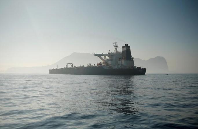 Tàu chở dầu Iran được thả nhưng vẫn chưa thể khởi hành, vì sao? - Ảnh 1.