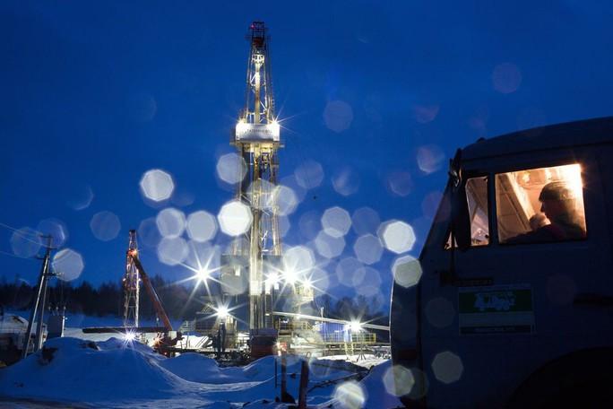 Các nhà xuất khẩu dầu Nga thu gần 1 tỉ USD nhờ... lệnh trừng phạt - Ảnh 1.