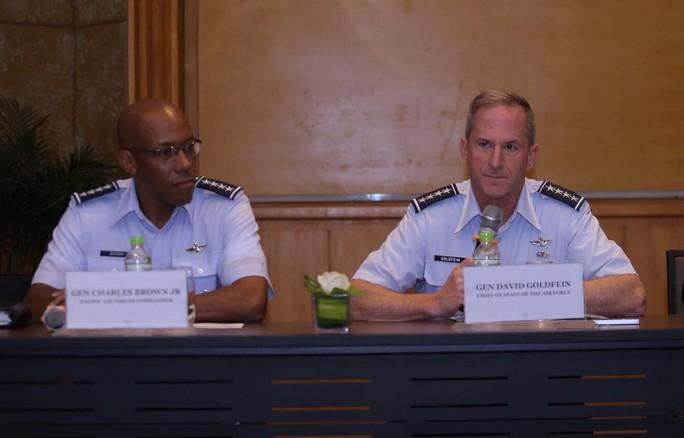 Hai đại tướng không quân Mỹ cùng thăm Việt Nam - Ảnh 2.