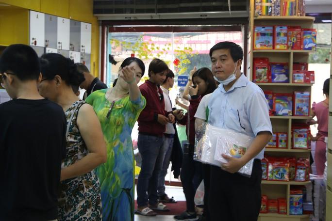 Chen chân mua sách vở trước ngày tựu trường - Ảnh 5.