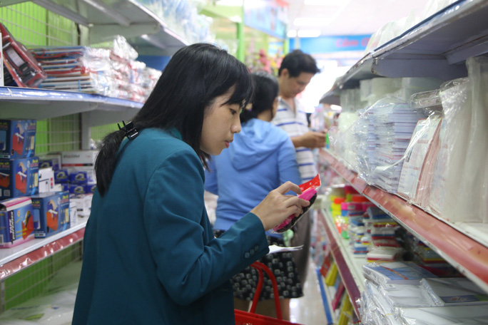 Chen chân mua sách vở trước ngày tựu trường - Ảnh 9.