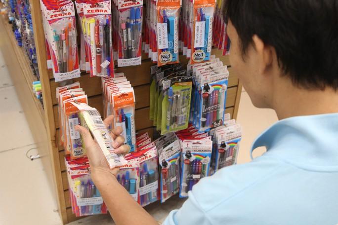 Chen chân mua sách vở trước ngày tựu trường - Ảnh 11.