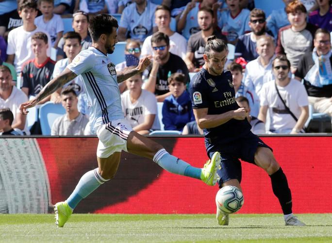 Gareth Bale đòi lại danh dự, Real Madrid vượt lên ngôi đầu La Liga - Ảnh 1.
