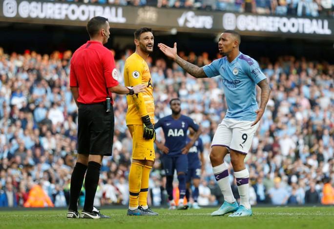 VAR cứu Tottenham, Man City ôm hận đại chiến  - Ảnh 4.