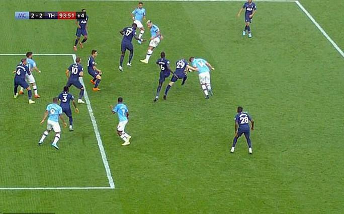 VAR cứu Tottenham, Man City ôm hận đại chiến  - Ảnh 1.