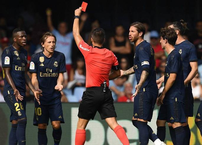 Gareth Bale đòi lại danh dự, Real Madrid vượt lên ngôi đầu La Liga - Ảnh 3.