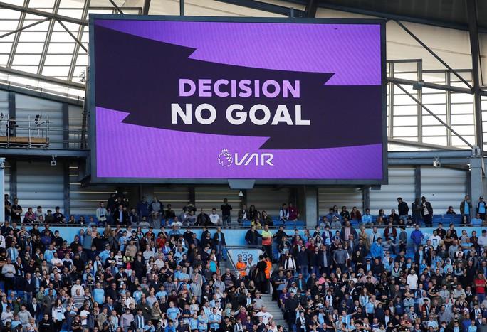 VAR cứu Tottenham, Man City ôm hận đại chiến  - Ảnh 11.