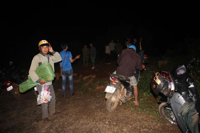 Tiếp tục tìm kiếm 3 thanh niên mất tích khi tắm thác làng Mèo - Ảnh 2.