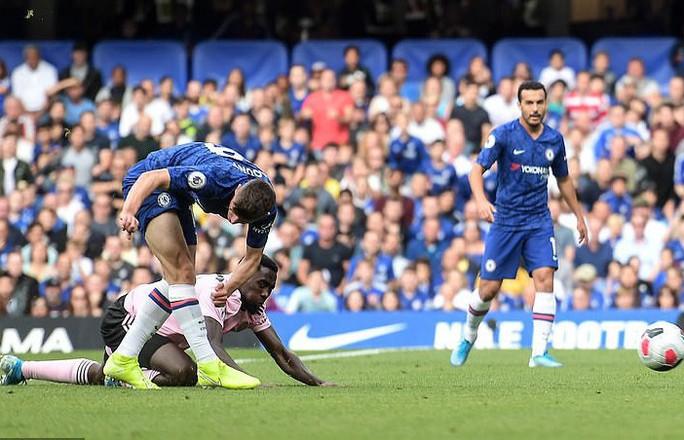 Chelsea hòa thót tim, tội đồ Leicester hóa người hùng Stamford Bridge - Ảnh 2.