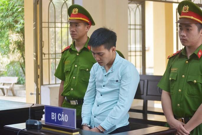 Kẻ hại đời bé gái 6 tuổi lãnh 20 năm tù - Ảnh 1.