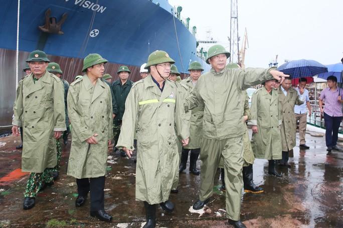Phó Thủ tướng Trịnh Đình Dũng kiểm tra công tác ứng phó với bão số 3 - Ảnh 1.