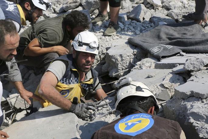 """Tới """"giải cứu khủng bố"""" ở Syria, đoàn xe Thổ Nhĩ Kỳ bị không kích? - Ảnh 2."""