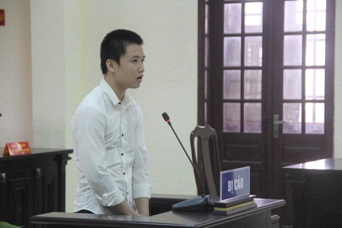 Thiếu niên đâm chết người nhắc nhở vượt đèn đỏ lĩnh 5 năm 6 tháng tù - Ảnh 1.