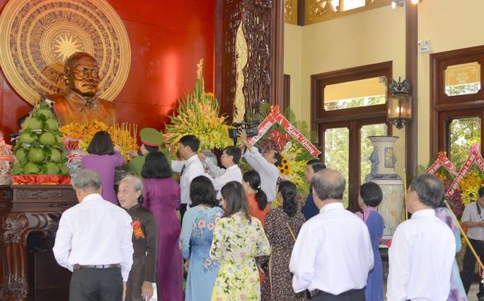Long trọng tổ chức lễ kỷ niệm 131 năm Ngày sinh Bác Tôn - Ảnh 2.