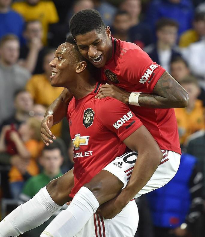 Paul Pogba đóng vai tội đồ, Man United mất thắng ở hang sói - Ảnh 4.