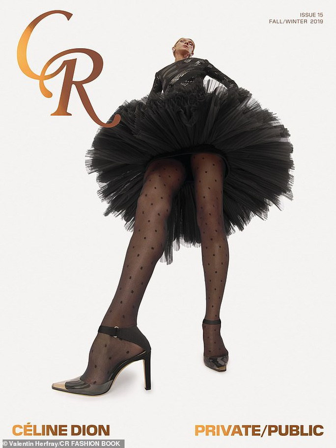 Họa mi Celine Dion gây sốc với loạt ảnh quái lạ - Ảnh 1.