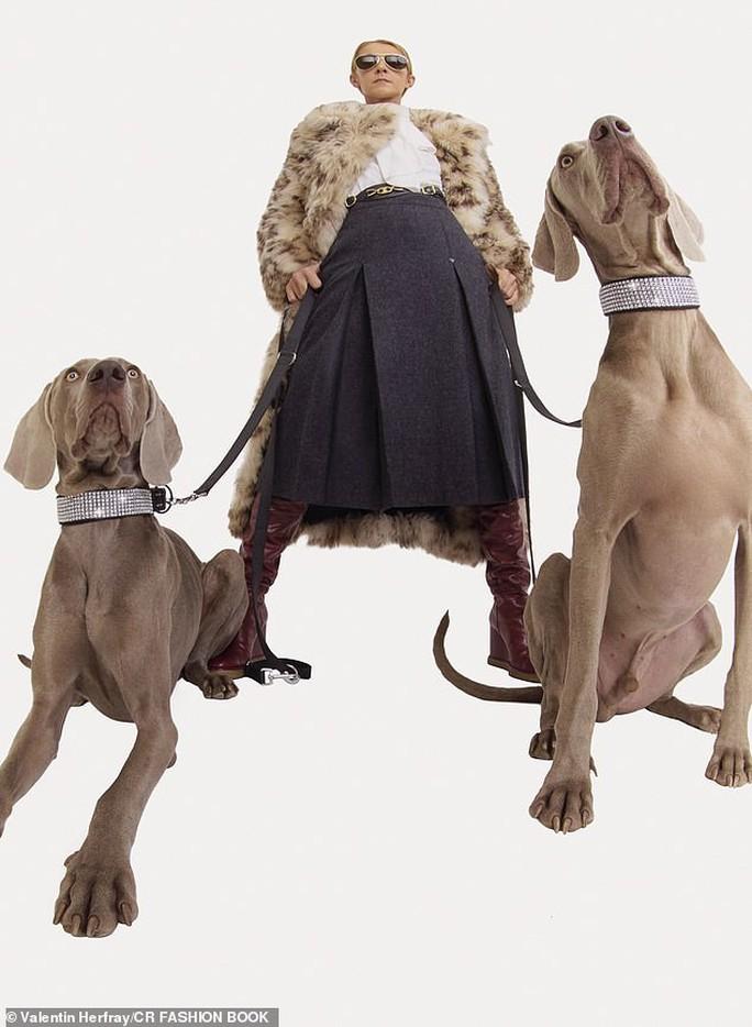 Họa mi Celine Dion gây sốc với loạt ảnh quái lạ - Ảnh 5.