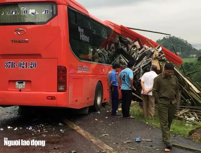Xe khách giường nằm tông đuôi xe tải chở luồng, 16 người thương vong - Ảnh 5.