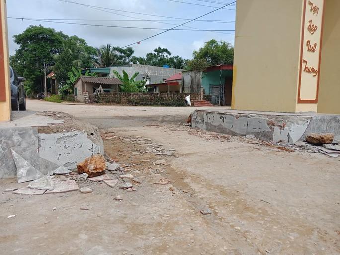 Vụ dân vây nhóm côn đồ đập phá cổng làng: Mỏ đất gây ô nhiễm hành dân suốt nhiều năm - Ảnh 3.