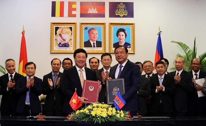 Việt Nam-Campuchia ký biên bản thỏa thuận hợp tác trong 28 lĩnh vực - Ảnh 6.